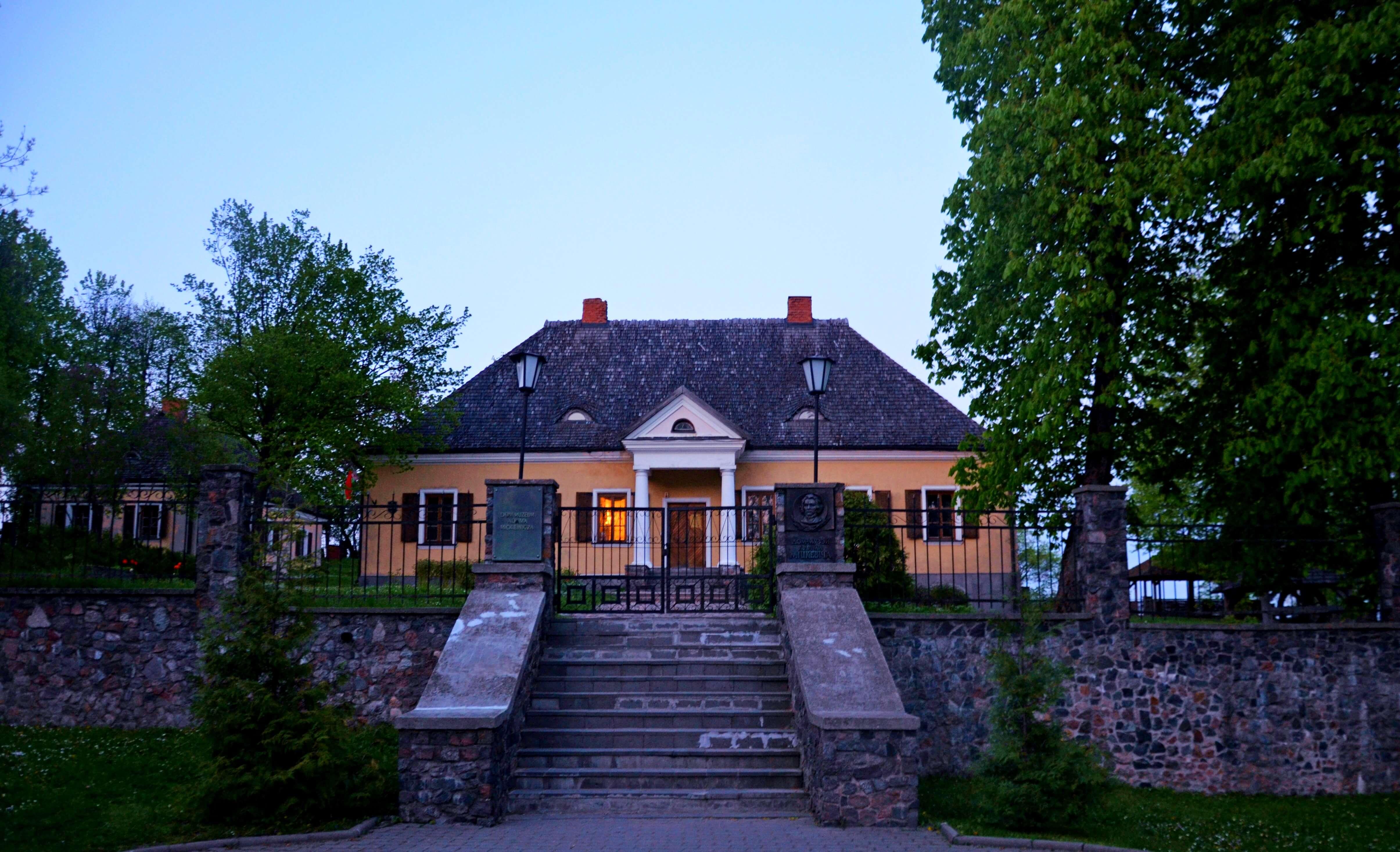 Dwór Mickiewiczów w Nowogródku i jezioro Świteź