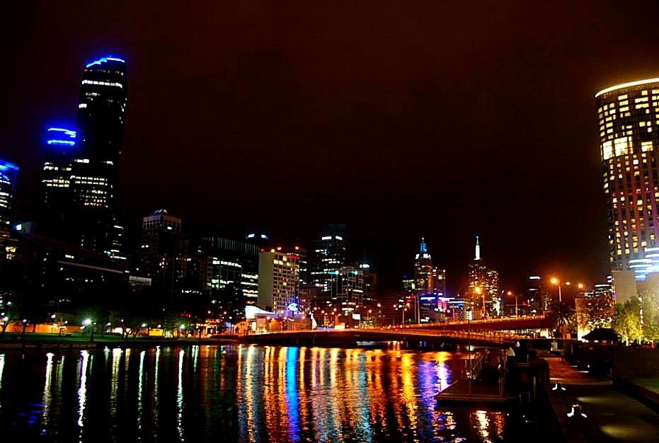 Melbourne nocą - Życie w Australii