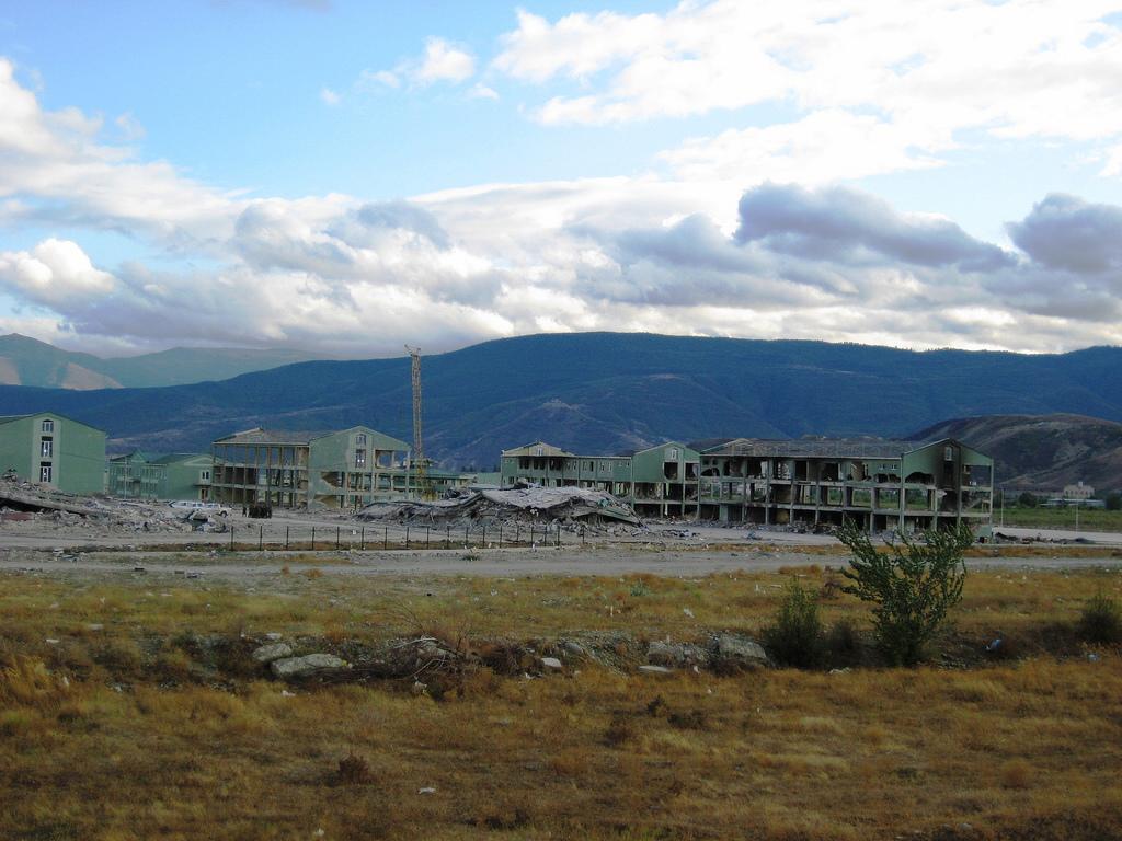 Zniszczona baza wojskowa Gruzja Gori
