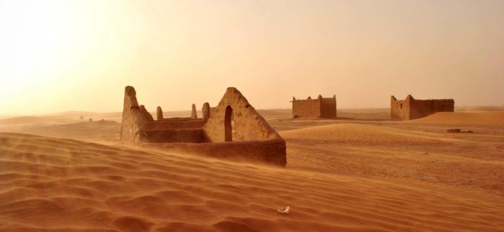Sahara - tuiny opuszczonej miejscowości. Maroko - wakacje