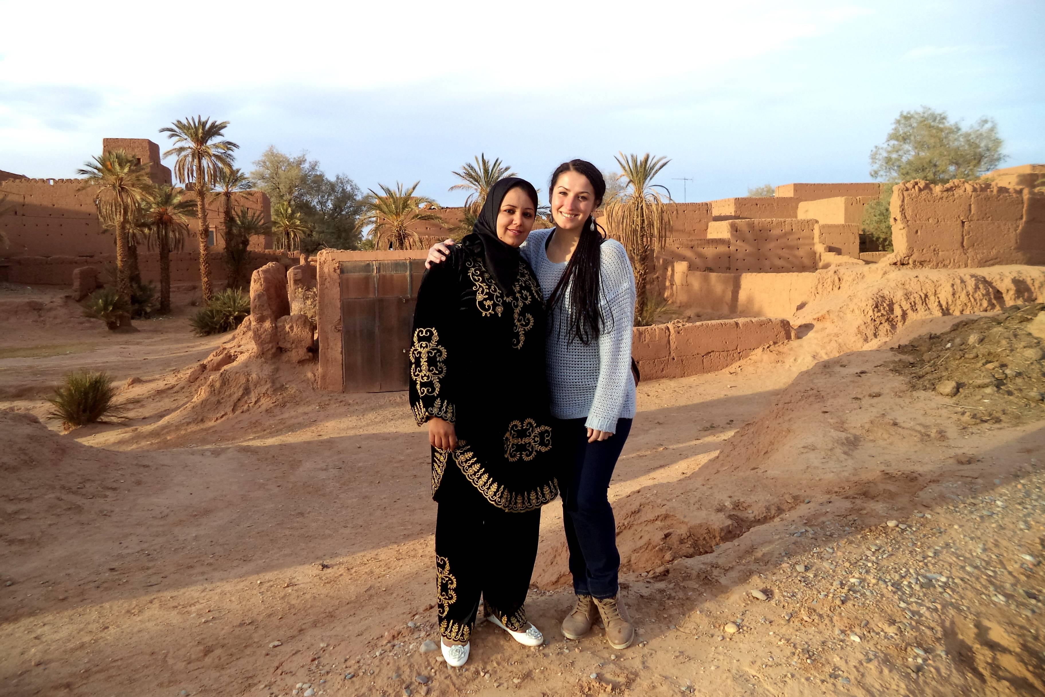 cf238af02fc6cf Tradycyjny stroj kobiecy - kobiety w Maroko. Amal w tradycyjnym stroju