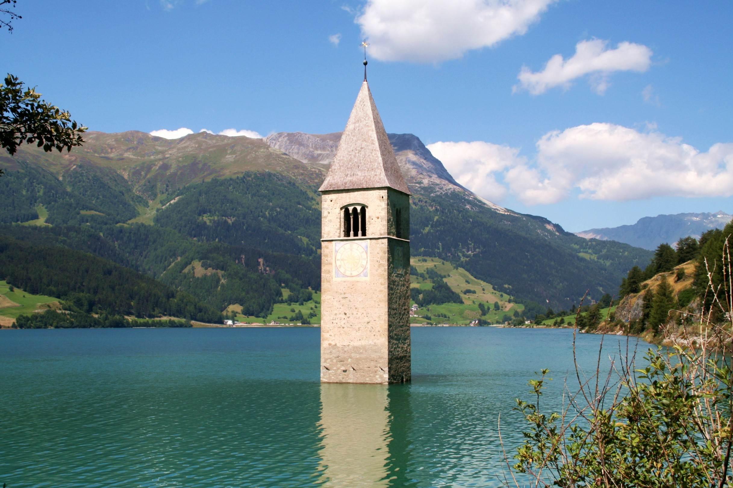 Curon - dzwonnica zatopionego kościoła