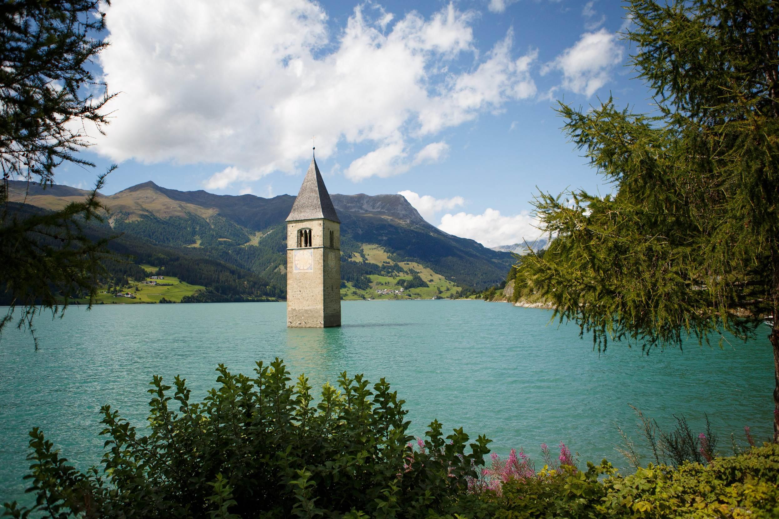 Curon i zatopiony kościół