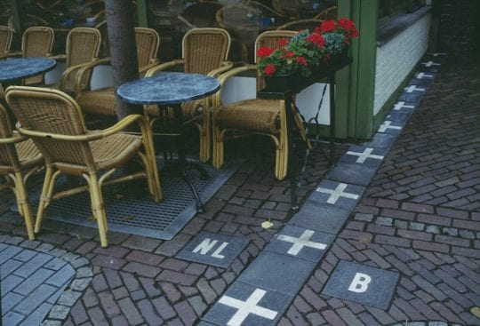 kawiarnia na granicy baarle