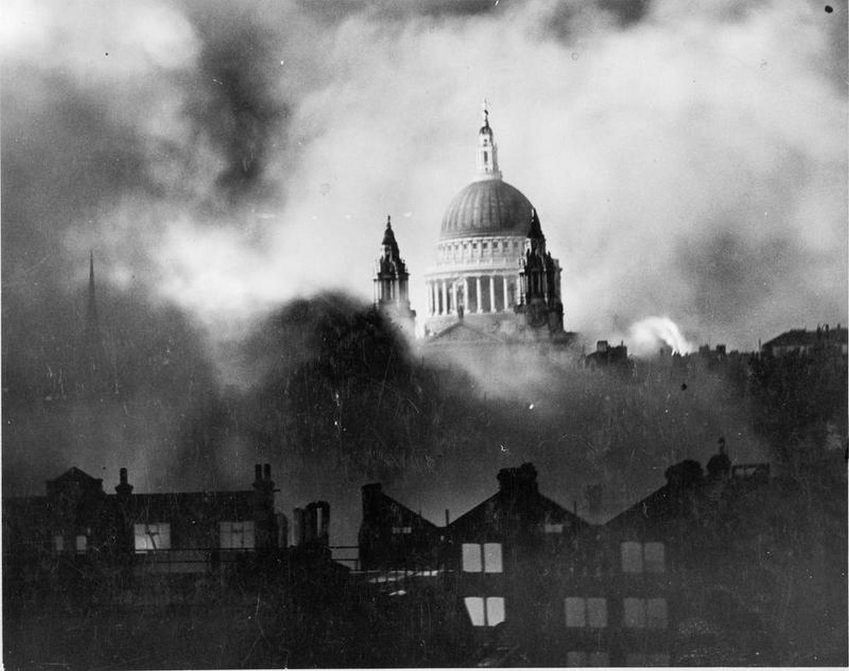 Zdjęcie płonącej katedry św Pawła