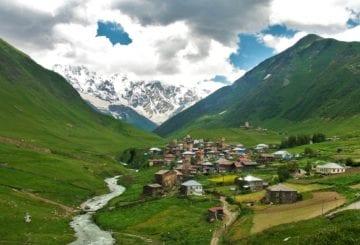 Przepięknie położona miejscowość Ushguli w Gruzji