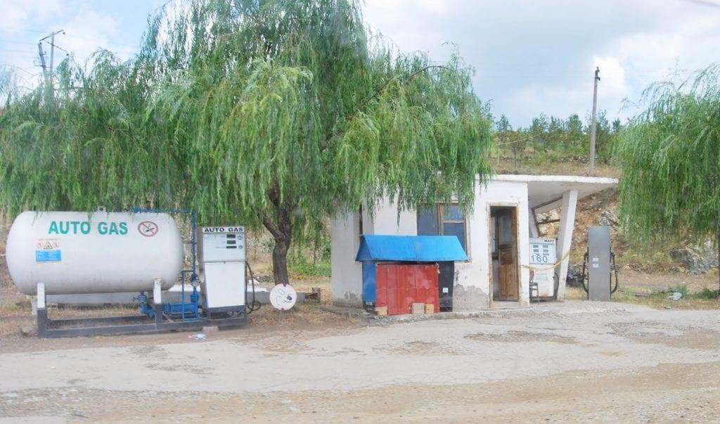 Stacja benzynowa w Albanii
