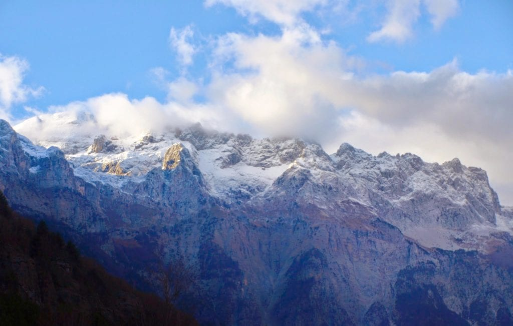 Ośnieżone szczyty Gór Północnoalbańskich - podróż do Albanii