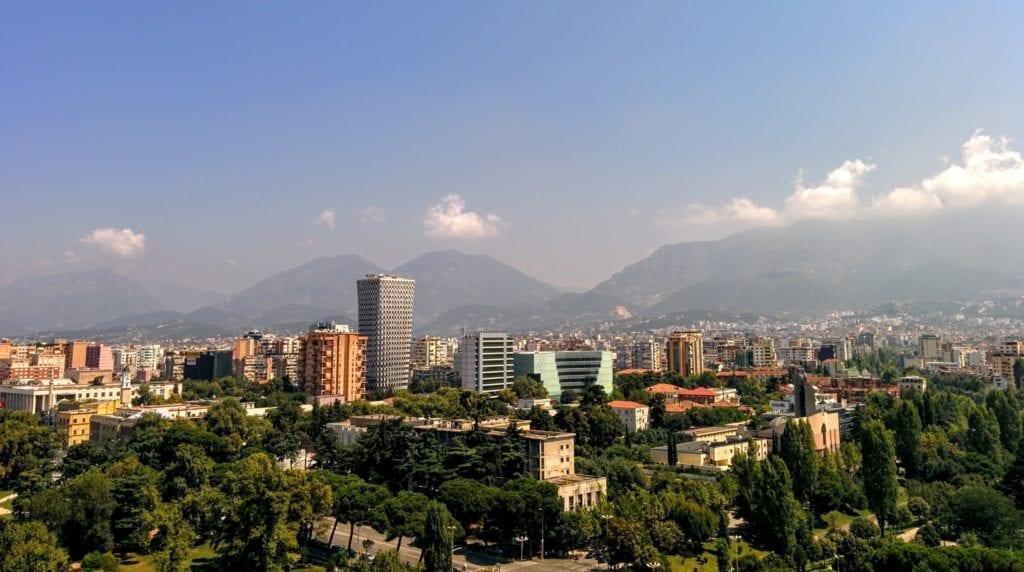 Widok na Tiranę - stolicę Albanii. Podróż do Albanii