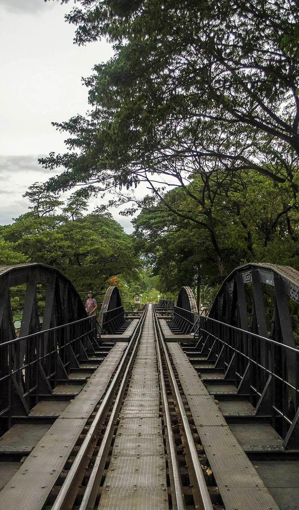 Tory na moście na rzece Kwai
