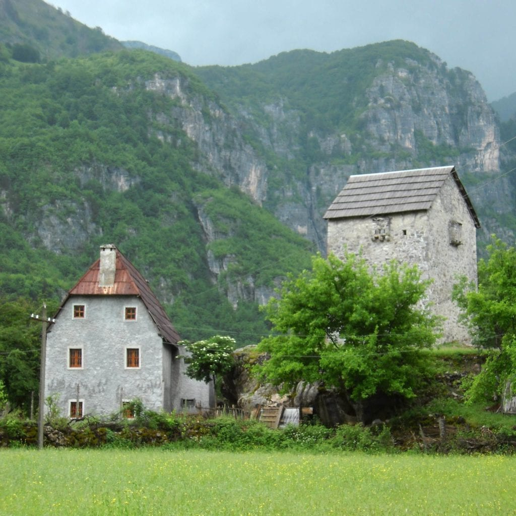 Wioska Theth w Albanii - podróż do Albanii