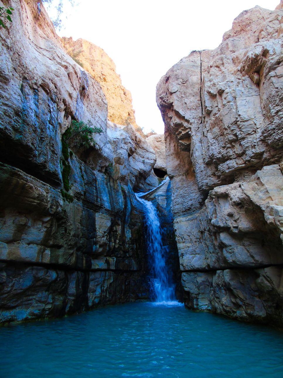 Ein Gedy i słynny ukryty wodospad