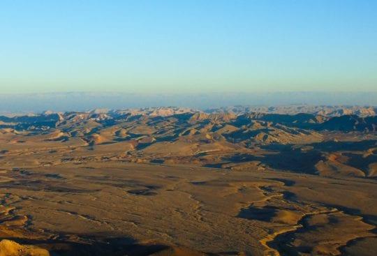Z naturalnych atrakcji Izraela warto zobaczyć Maktesz Ramon
