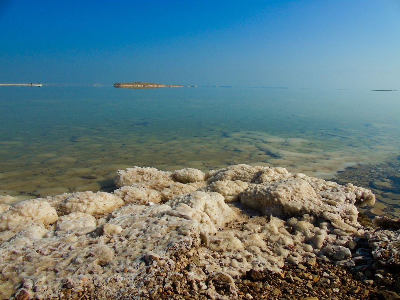 Morze Martwe i wytrącone bryły soli