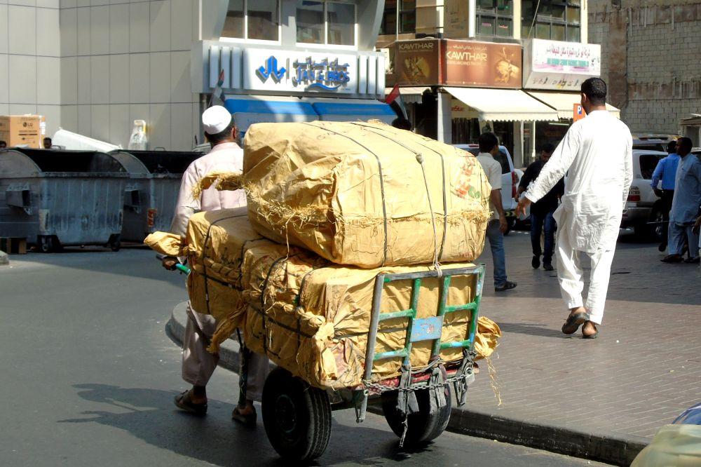 Dubaj i transport towaru rikszą