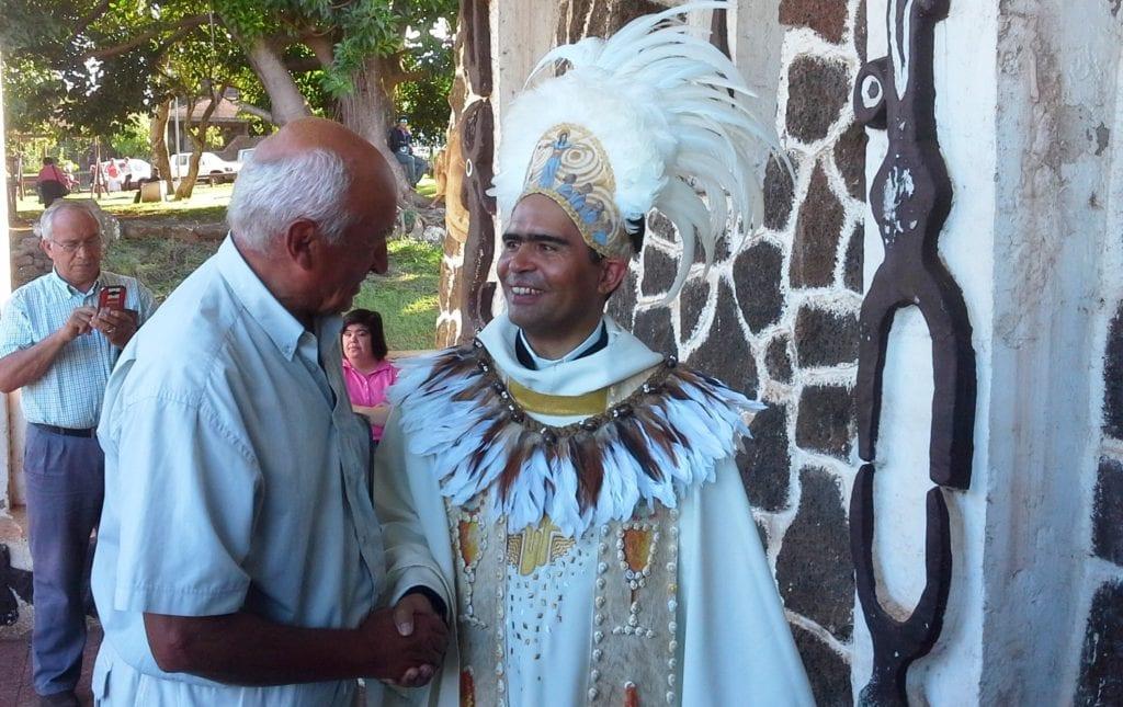 Kapłan na wyspie Wielkanocnej
