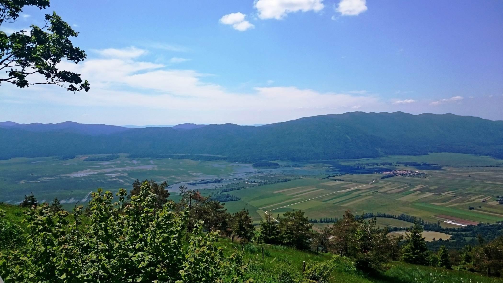 Jezioro latem, bardzo niski stan wody słowenia