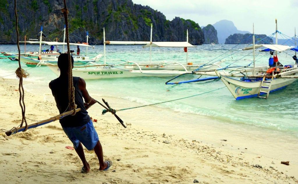 Łodzie na wyspie, Palawan