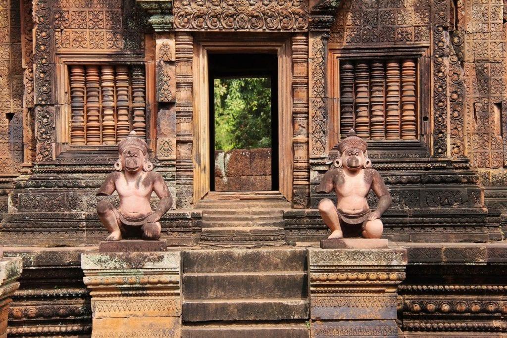 Rzeźby w świątyni Angkor