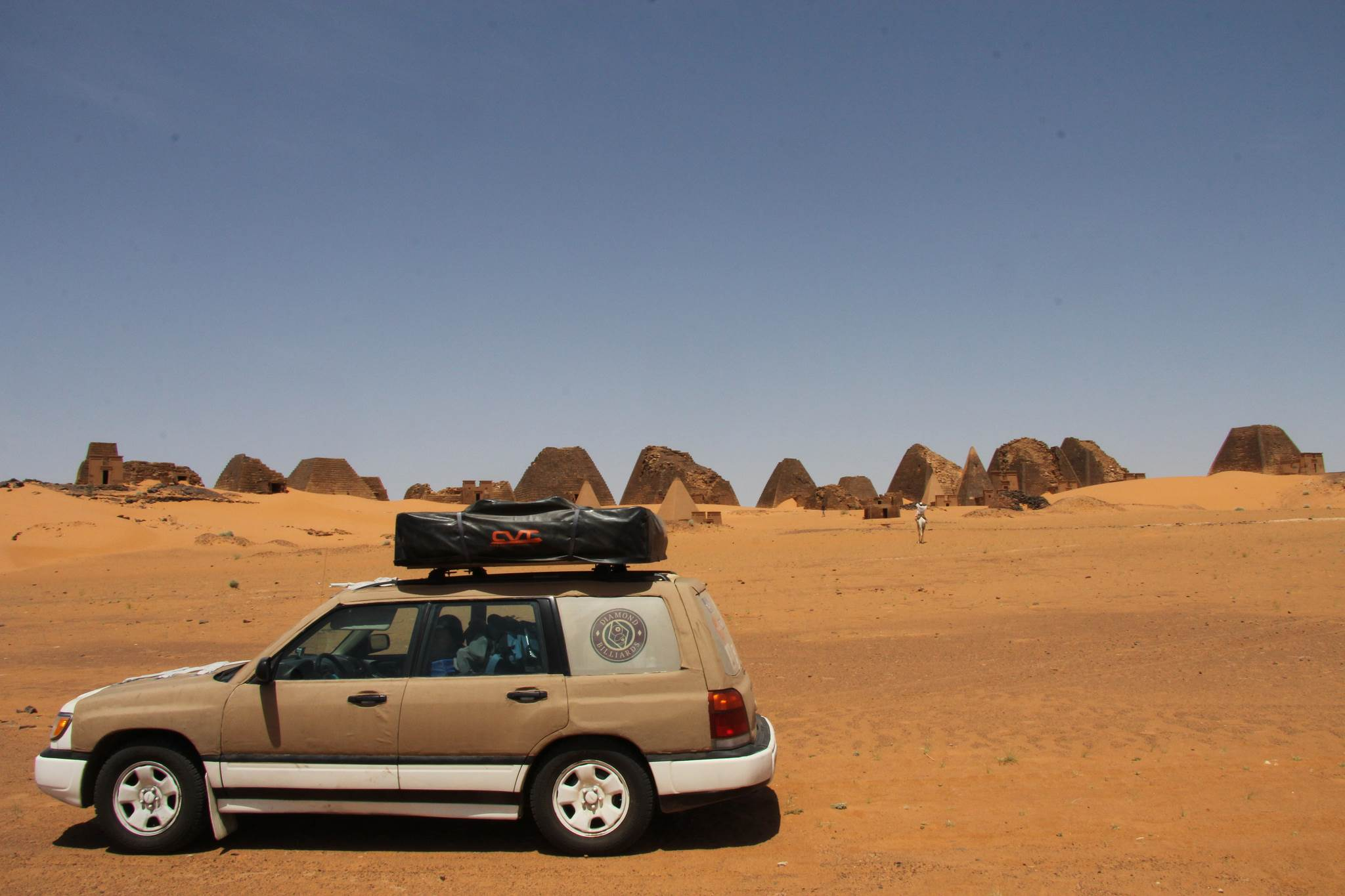 Jeep na pustyni, Sudan piramidy Meroe