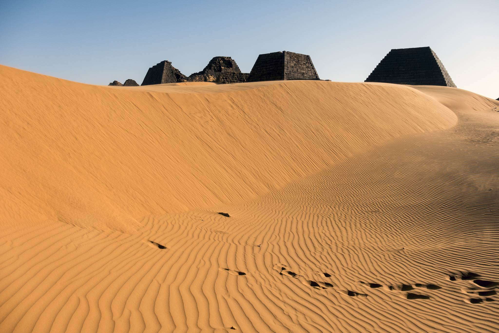 Sudan piramidy na pustyni