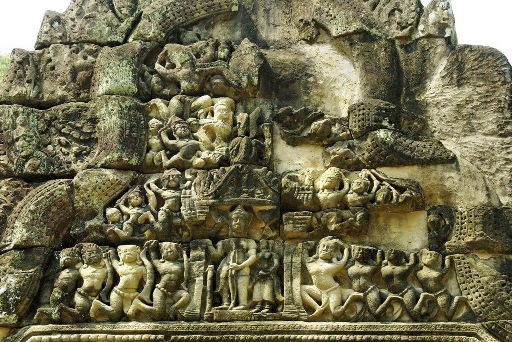 Rzeźby w słynnym Angkor w Kambodży