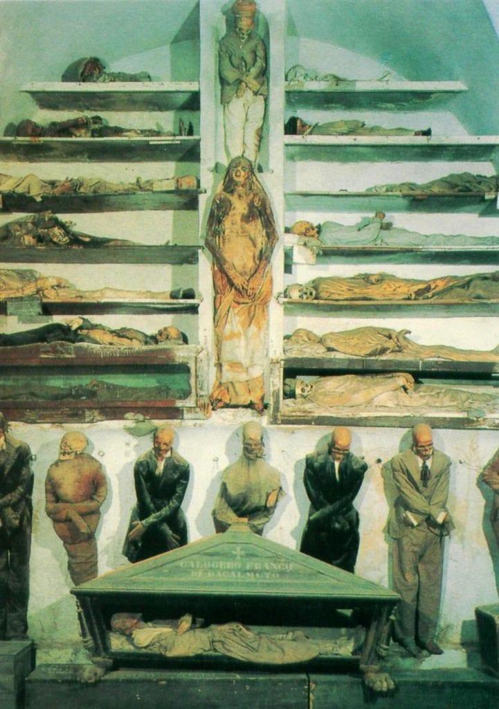 Mumie w Katakumbach na Sycylii