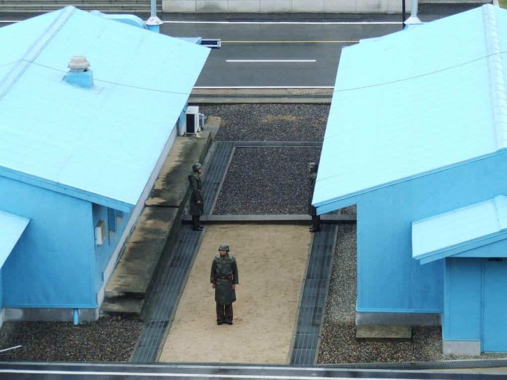 Żołnierze na granicy Korei Północnej i Południowej