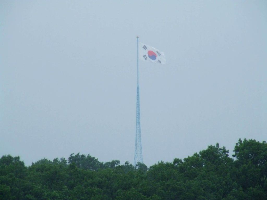 Flaga Korei Południowej przy granicy
