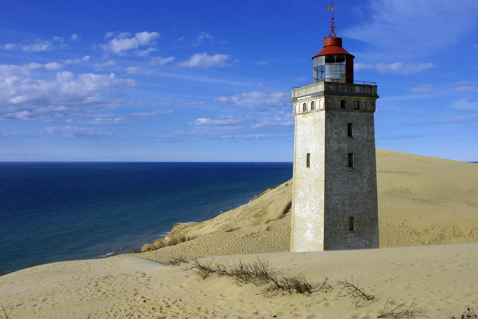 Latarnia Morska wśród piasków wydmy, Dania