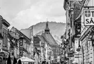 brasov czarno białe widok na miasto