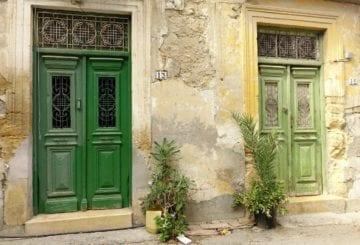 cypryjskie ulice kolorowe futryny drzwi