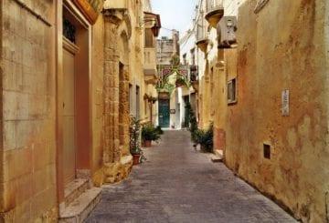 spacer uliczkami na malcie