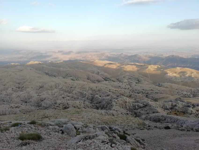 W drodze na Nemrut przez większość czasu na horyzoncie nie widać żadnych śladów człowieka