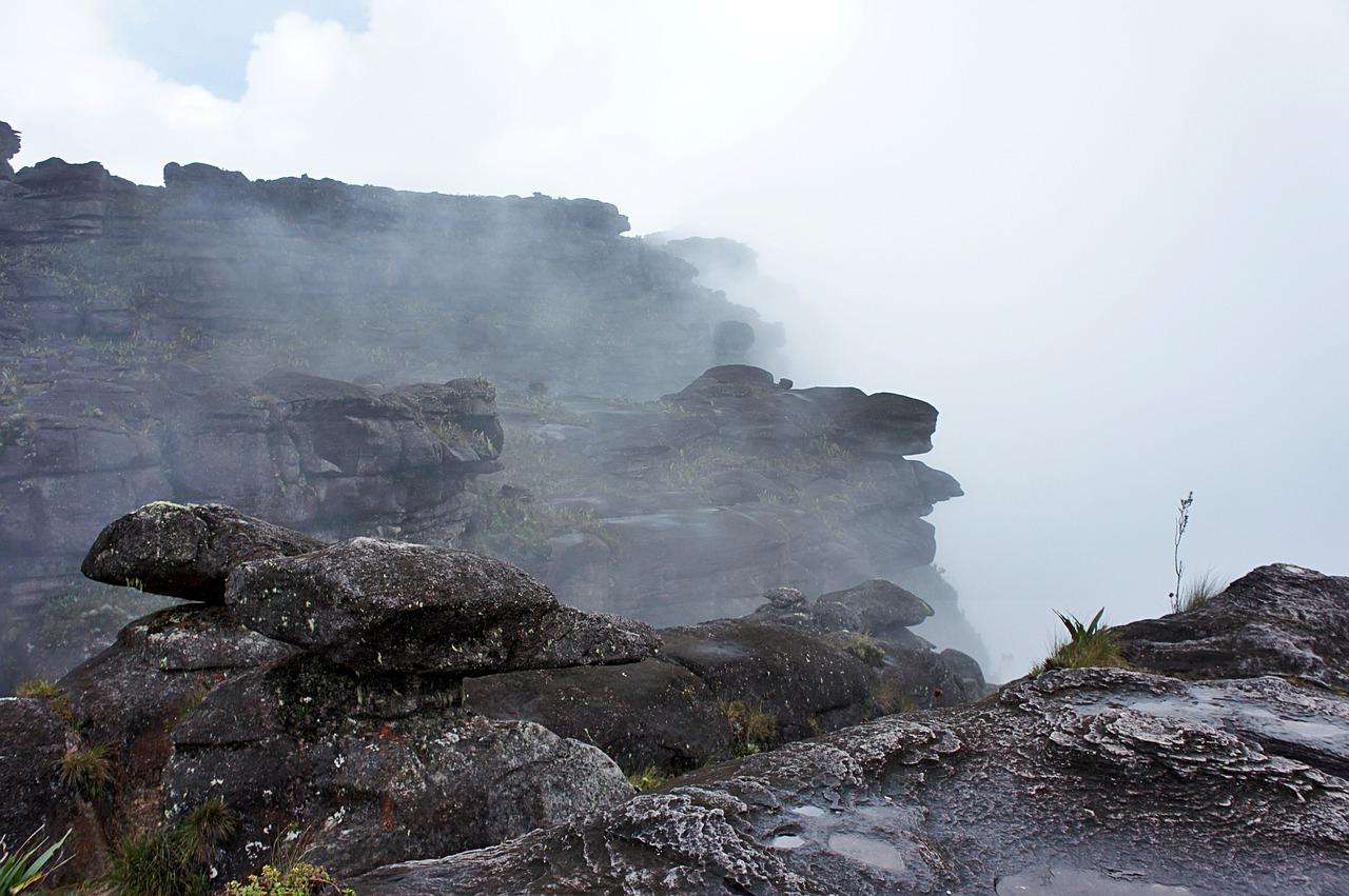 Szczyt góry robi wrażenie cofnięcia się do czasów na długo przed pojawieniem się człowieka. / źródło: Johanna Wallace