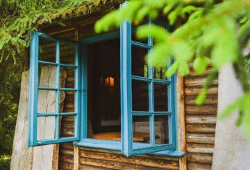 leśny domek sny i kamienie