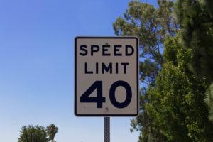 Kierowanie pojazdem w USA do 40 mil na godzine